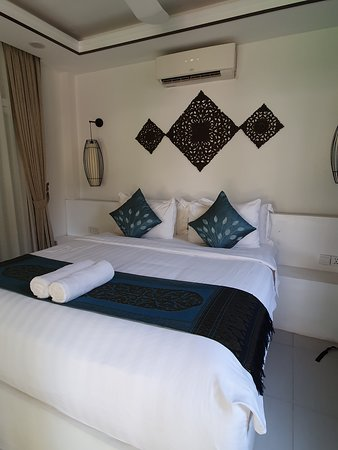 Nice hotel in war zone like surroundings!