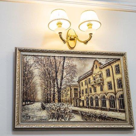 Angarsk, Rusia: Картины с видами г.Ангарска  украшают стены ресторана