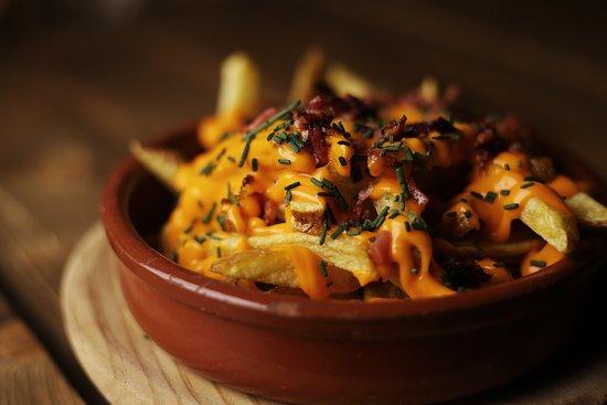 Patatas Spot : spécialité de frites avec lardons et cheddar
