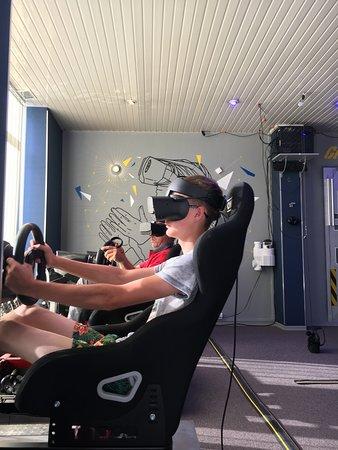 Meaux, France: nos simulateurs voiture dynamique en réalité virtuelle