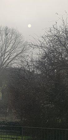 Pavia, Taliansko: il sole nella nebbia