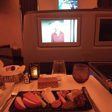 Qatar Airways: Frukt, ost ogkjeks