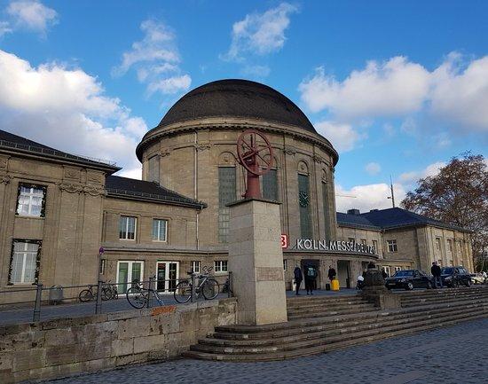 Denkmal fuer Nikolaus August Otto und Eugen Langen