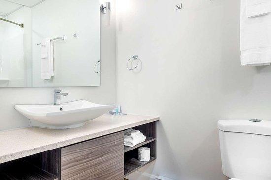 Pikogan, Canada: Bathroom in guest room