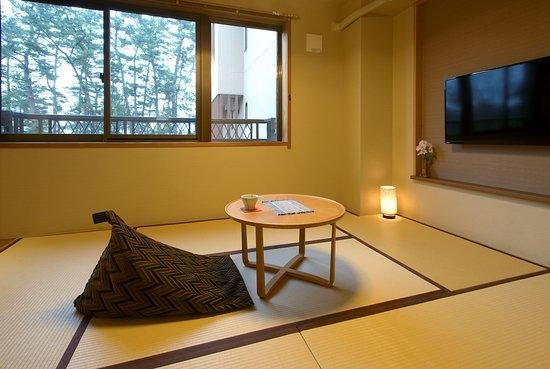 シングルルームです。こちらのタイプは海が見えるお部屋となっております。一人旅のお客様や女性のお客様にもおすすめです。