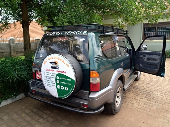 Bwebajja Dundu, Uganda: Land crusier prado Tx with a pop up roof available for self drive