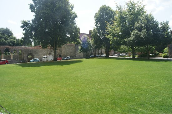 Park in front of the cathedral