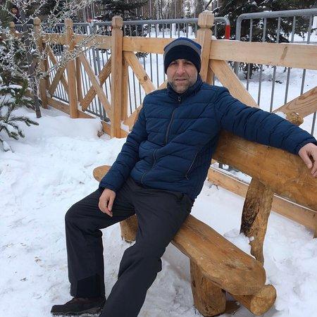 Каждый год на новогодние праздники на самой большой площади в Самаре (площадь Куйбышева) устраивают резиденцию деда Мороза. Несколько ёлок, 2 катка, горка для тюбинга ну и в принципе и все. Каждый год одно и то же.