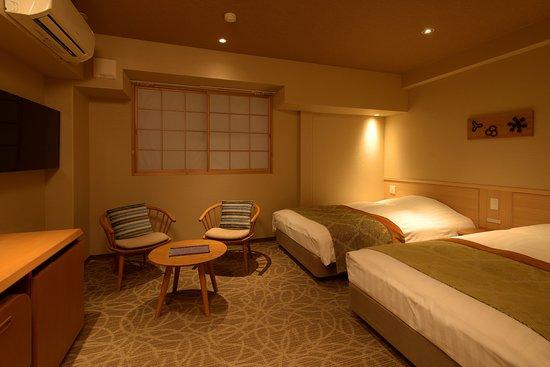 ツインルームのお部屋です。ツインルームは山側になります。ベッドが良いお客様、カップル・ご夫婦のお客様などにお勧めです。