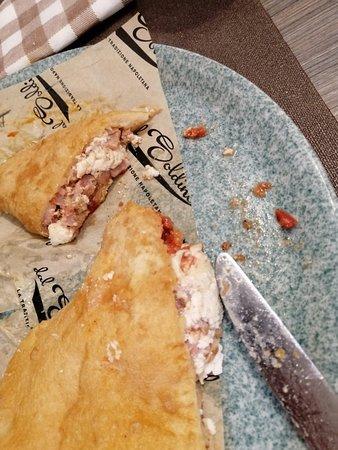 Pizza Fritta Cigoli ricotta mozzarella e pomodoro