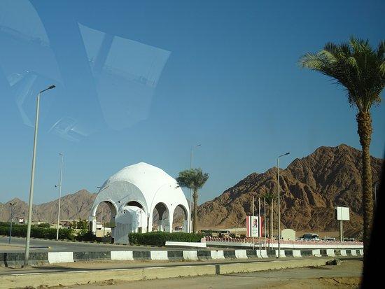 Passage du poste de police de Dahab en allant au Blue Hole