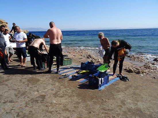 Préparatifs pour la Première Plongée au Blue Hole