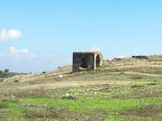 רמות מנשה, ישראל: יוצאים מהמעבר לכיוון עמק השלום ועין פרוור, אפשר לחזור לכביש 6 דרך חורבות קיריה...