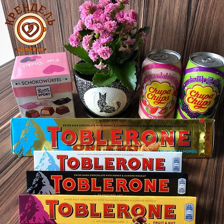 """В кофейне """"Крендель"""",помимо вкуснейшего кофе, имеется большой ассортимент сладостей и напитков из разных стран мира."""