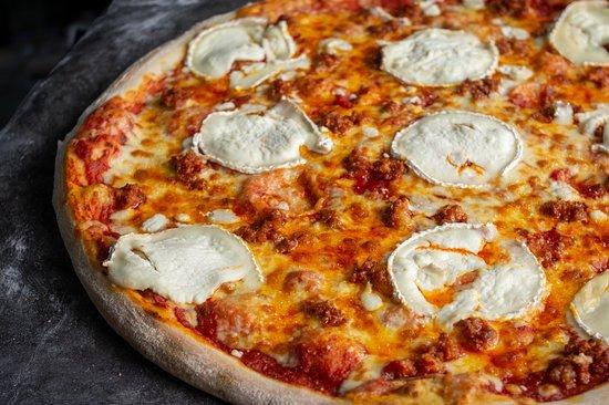 Pizza chorizo picante con queso de cabra