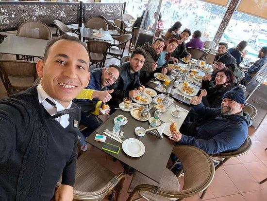 La cortesia dei camerieri e del personale tutto non ha prezzo, ma il sorriso di Hicham supera tutti! Complimenti abbiamo mangiato benissimo