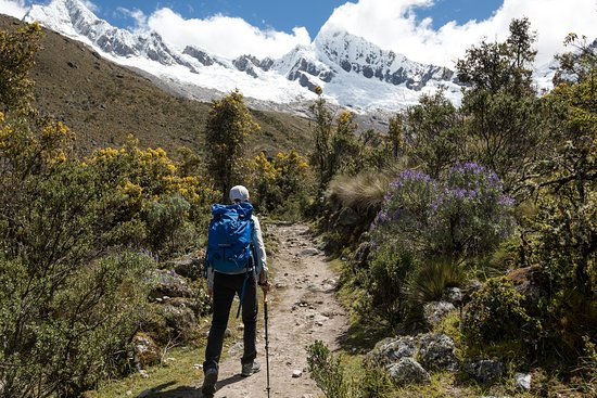 PERU MOUNTAIN EXPLORERS