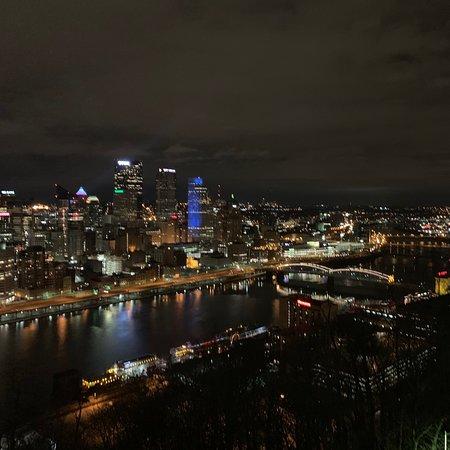 Pittsburgh, Pensylvánia: The night view of the city.