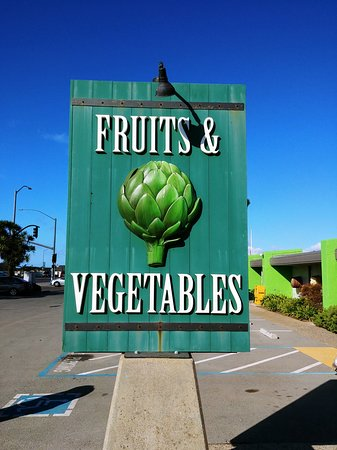 Castroville, CA: The Giant Artichoke Market - for fresh fruits and vegetables