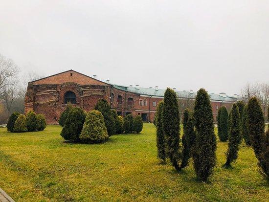 Разрушенные корпуса гарнизона Брестской крепости