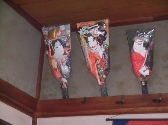 店内に飾ってある羽子板。