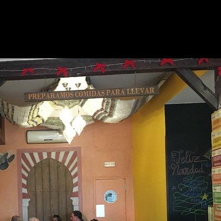 Restaurante Los Delantales . Sensacional servicio, comida extraordinaria y ambiente como en casa. Además de una reforma muy acorde y elegante. Un 10 para nosotros.