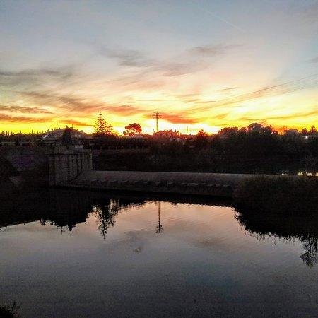 מחוז ולנסיה, ספרד: El ocaso se refleja en el agua. The sunset is reflected in the water