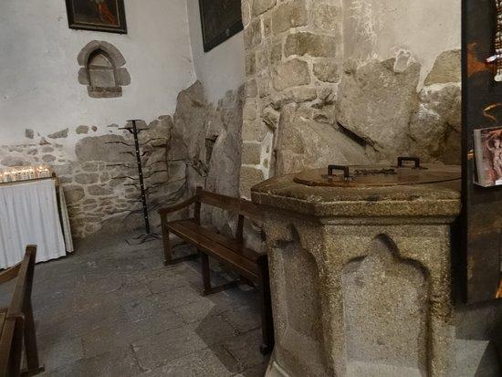 Fonts baptismaux (XIVe siècle)