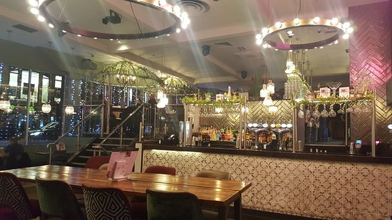 Slug & Lettuce: Inside bar area
