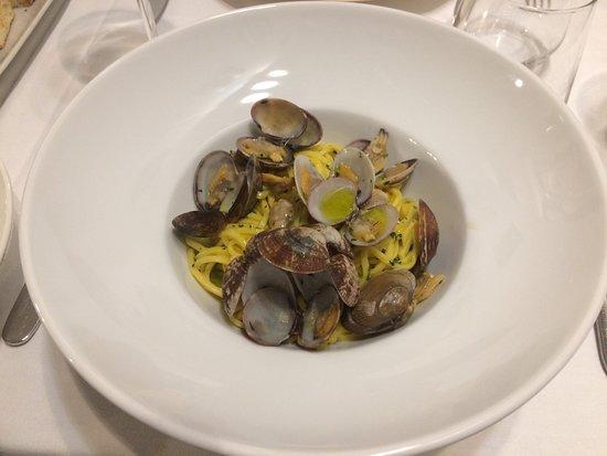 Tonnarelli all'uovo fatti in casa alle vongole: piatto delicato
