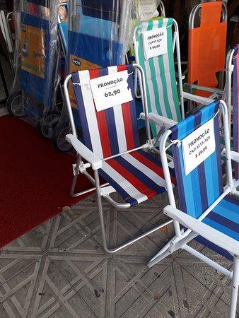 Canasvieiras, SC: Necesito saber si por la aerolínea gol se puede llevar la silla de playa... el alquiler dale 15 reales x día! Y conviene comprarla...ayudaa