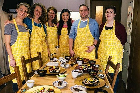 Tradisjonell japansk matlagingskurs hjemme hos Mayukos hjem i Tokyo