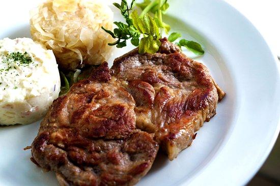 TOKYO-X豚肉を使用したステーキです。
