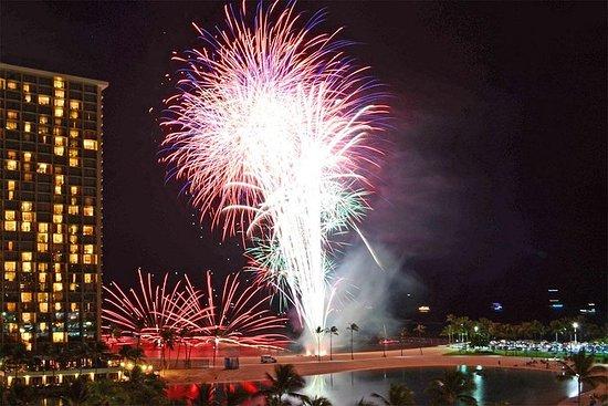 Waikiki Friday Walking Tour, Fyrverkerier och Hawaiian Show-bild