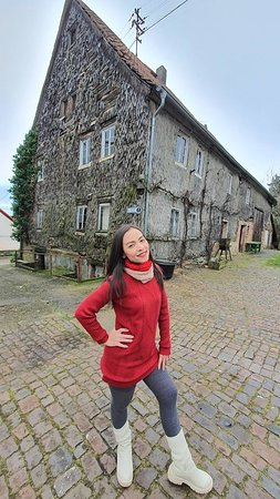 Lemberg, Germany: Family run accommodation. Clean. Lovely service. Take care like we are a family member. Breakfast has a rating of 10 and has an old house that has been preserved for 200 years. Very beautiful.