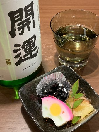 Sakai, Japan: 堺東の日本酒バル「日本酒肆やよや」です。落ち着いた空間で40種の地酒と旨い肴をご堪能いただけます。