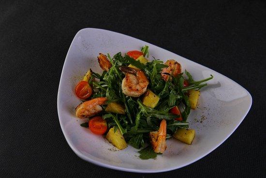 Салат с креветками - одно из любимых блюд наших гостей!