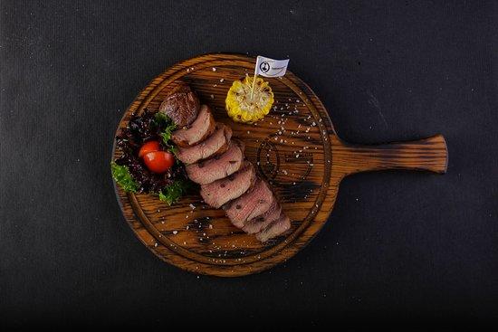 Нежня говяжья вырезка на гриле из самого лучшего мяса!