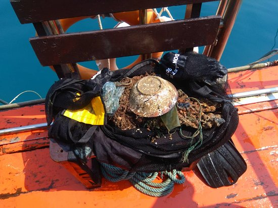 Every Sunday we dive against Trash, Join us to make the ocean a cleaner place!