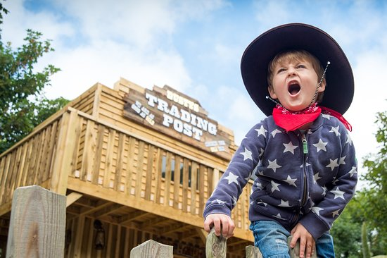 Βέντνορ, UK: Chose to be either an outlaw or sheriff as a rootin' tootin' cowboy in Cowboy Town