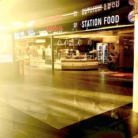 Station Food: Romantisch? Können wir auch, mit dem richtigen Lichteinfall. Komm rum, überzeug dich selbst.
