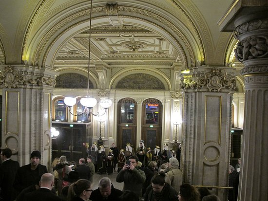 Wiener Staatsoper, grand staircase, entrance