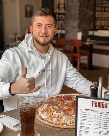 @alexlikeee: Gestern war ich das erste mal bei @remos_koeln essen was für eine Riesenpizza mit Klasse Service