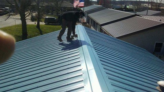 Monon, IN: Roofing