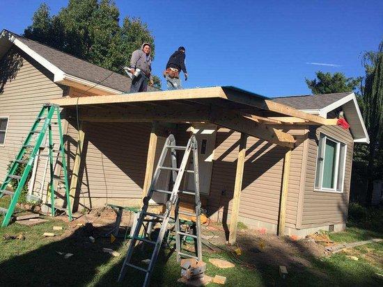 Monon, IN: Carpenter, siding