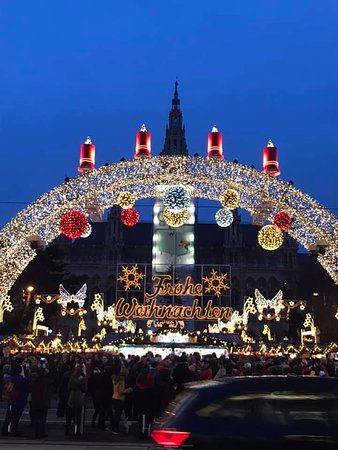 Венская ратуша и рождественская ярмарка