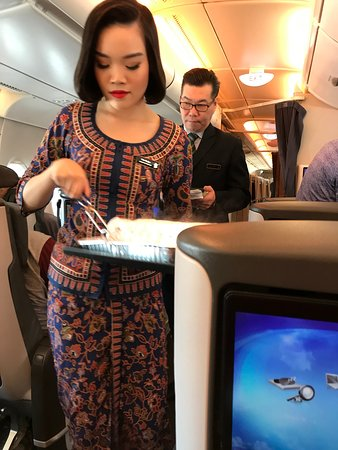 Singapore Airlines: Very pleasant and professional staff. Hot hand towels.