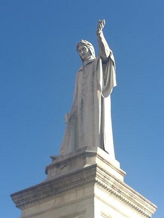 Monumento a Dante Allighieri, Piazza Dante, Неаполь, январь.