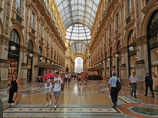 The famous restaurants il Salotto and Rizzoli are located on the ground floor.