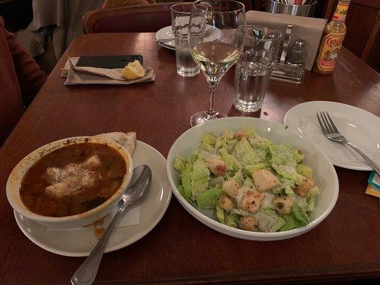 Lafayette, קליפורניה: Delicious Minestrone bowl of soup and Caesar Salad